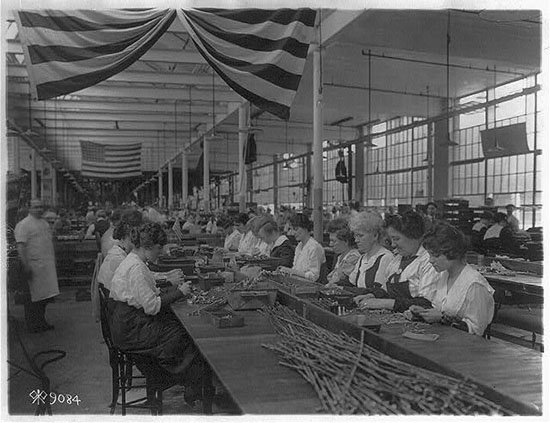 Connecticut women become workers during war