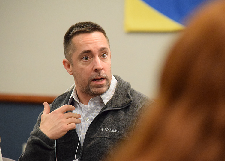Ed Crowder, a spokesman for United Illuminating Co., makes a point during a discussion at Journalism Alumni Night Nov. 30. | Jodie Mozdzer Gil photo.