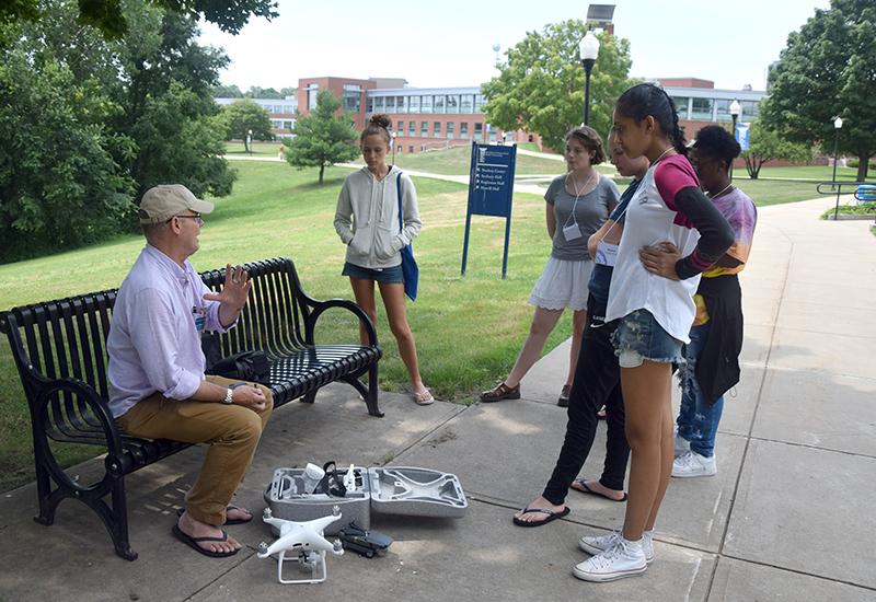 High school students learn journalism at Southern